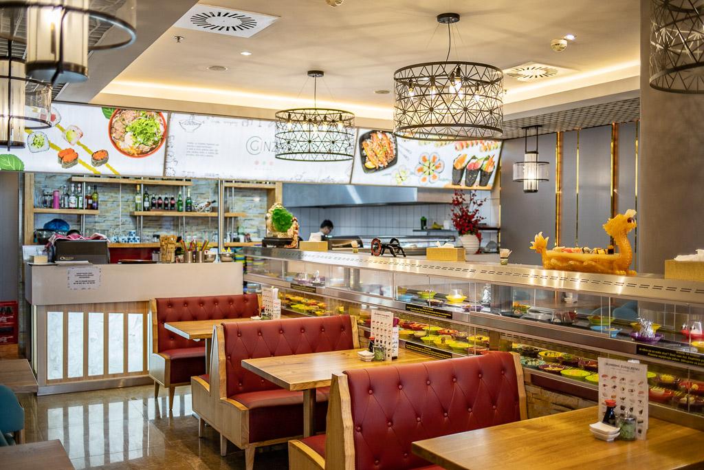 Interiér restaurace Ginza running sushi
