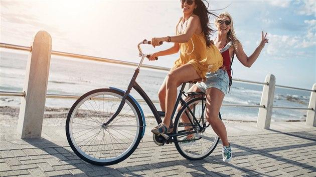 dívky na kole